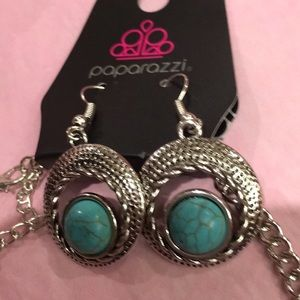 Turquoise necklace/earrings.